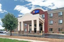 Book A Room At The Comfort Inn Lees Summit Hwy 50 291 Hotel In Mo This Is Located Near Woods Crossing Free Internet